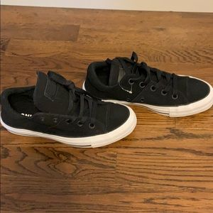 Black converse sneakers NWT (tag just fell off 🙄)